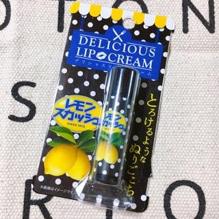 不二家のデリシャスリップクリーム、レモンスカッシュの香りのリップです